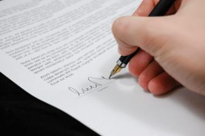 מתי חשוב לפנות אל עורך דין דיני עבודה